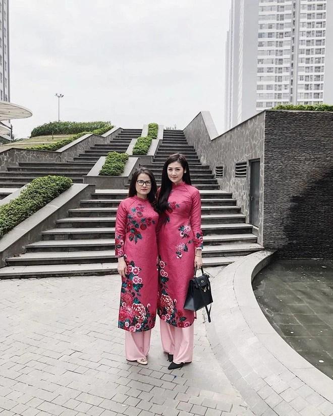 Loạt sao và hot girl Việt cùng chọn mặc áo dài xinh muốn xỉu trong ngày mùng 1 Tết - Ảnh 15.