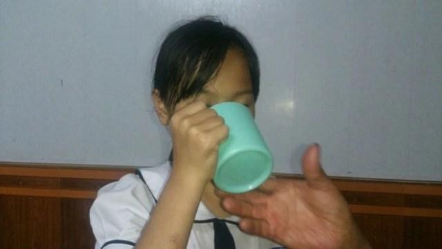 """Vụ học sinh lớp 3 bị ép uống nước giặt giẻ lau bảng: """"Cô đếm 1,2,3 bắt uống, nếu không sẽ đổ vào mồm"""""""