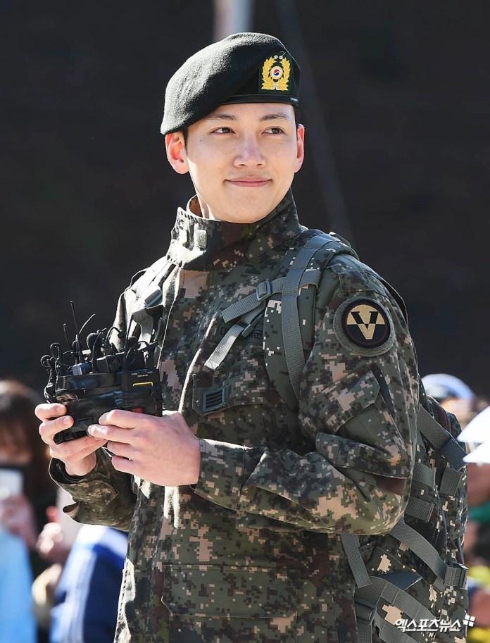 Ji Chang Wook gây náo loạn ngày xuất ngũ: Mặt mộc 100% mà vẫn đẹp trai câm nín, như bước ra từ cảnh phim hành động - Ảnh 7.