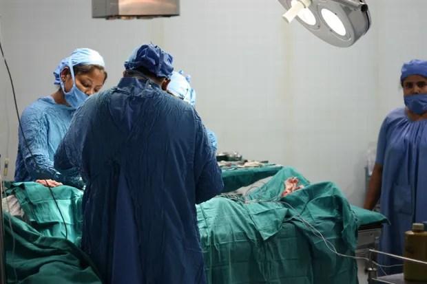 Bộ ảnh phơi bày mặt trái của nghề buôn nội tạng: Cứ mỗi giờ qua lại có 1 ca bán tạng trên thế giới - Ảnh 9.