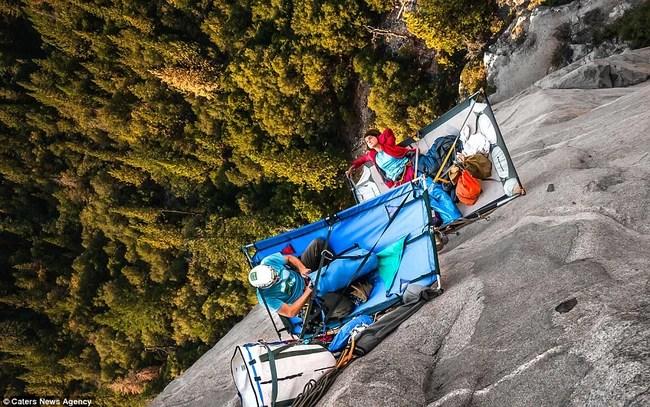 Ngủ trong lều cheo leo nơi vách núi cao hơn 1000m - thú vui mới của những tay leo núi mạo hiểm - Ảnh 4.