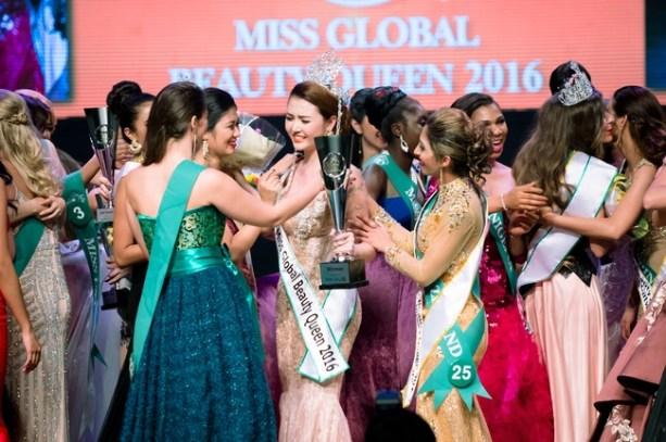 Lặng lẽ đi thi, đại diện Việt Nam - Ngọc Duyên bất ngờ đăng quang Miss Global Beauty Queen 2016 - Ảnh 3.