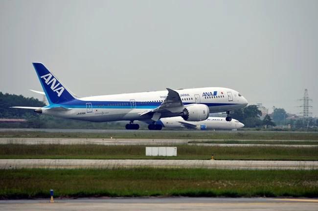 Máy bay xếp hàng cất cánh ở Nội Bài - Ảnh 7.