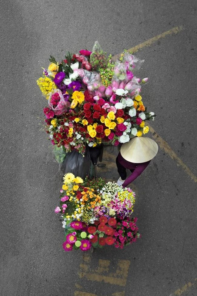 Vẻ đẹp những gánh hàng rong đặc sản Hà Nội hút hồn người xem trên báo nước ngoài - Ảnh 10.
