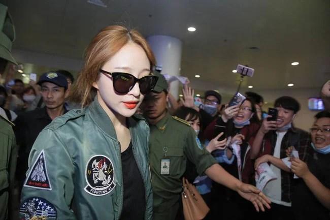 Đến Hà Nội vào nửa đêm, EXID khiến fan Việt phát cuồng vì nhan sắc xinh không tì vết! - Ảnh 3.
