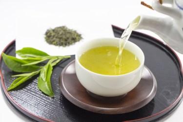 緑茶に砂糖やミルクを入れて美味しいドリンクに!緑茶アレンジ