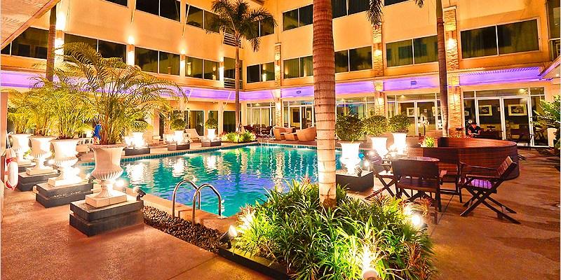 泰國曼谷住宿   素坤逸秋飯店 Qiu Hotel Sukhumvit(BTS On Nut)-離BTS超近、有游泳池、CP值不錯的住宿酒店。路口還有一間大間的7-11哦。