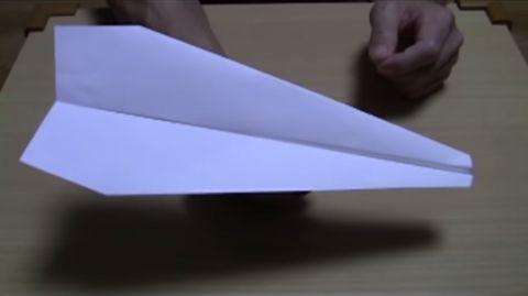 紙飛行機のよく飛ぶ折り方