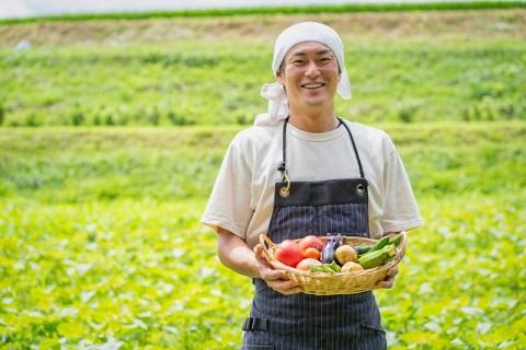 農業をする男性