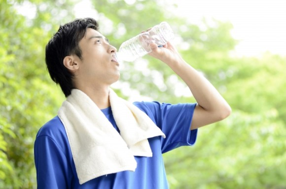 水を飲むと太るは大間違い!?正しい水の飲み方で痩せよう!