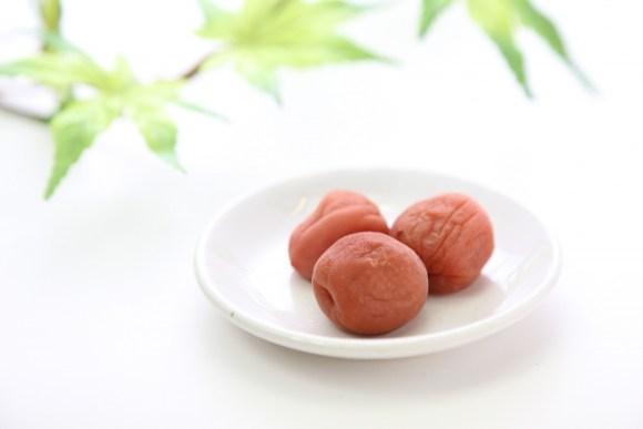 酸っぱいのに酸性ではなくアルカリ性食品な梅干しの栄養効能