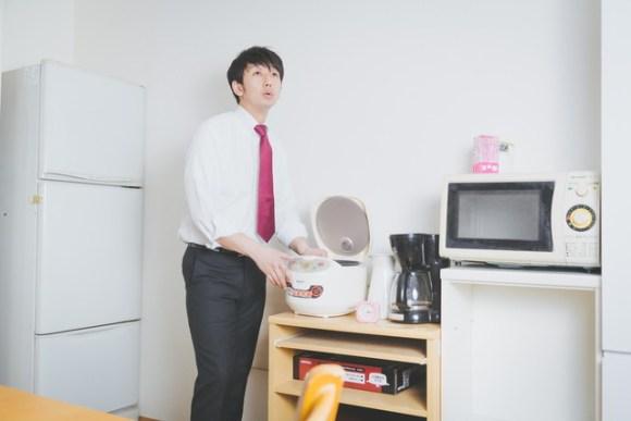 炊飯器の蒸気対策を教えて!スライド式などの食器棚のご紹介