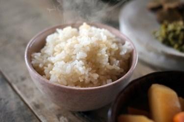 玄米の早炊き方法を色々紹介!玄米でいつもの食卓をご馳走に