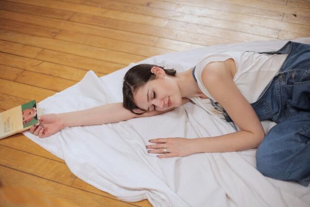 肩こりと枕の関係とは 枕なしでも大丈夫?