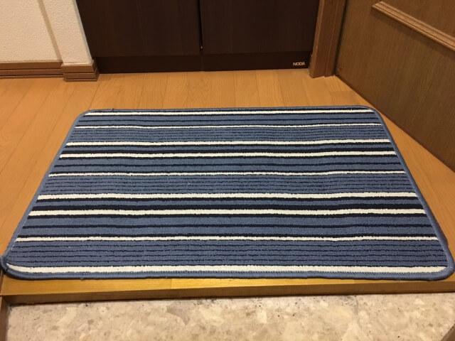 肩こりを枕で改善! 玄関マットを使った枕とは?