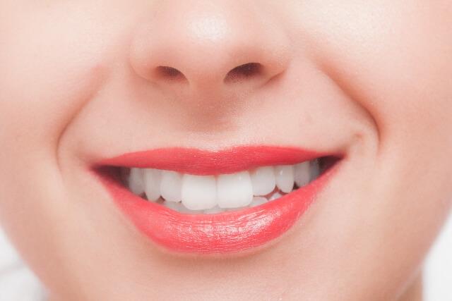 歯の上だけ、前歯だけの矯正って出来る?金額は部分矯正だと安くなる?