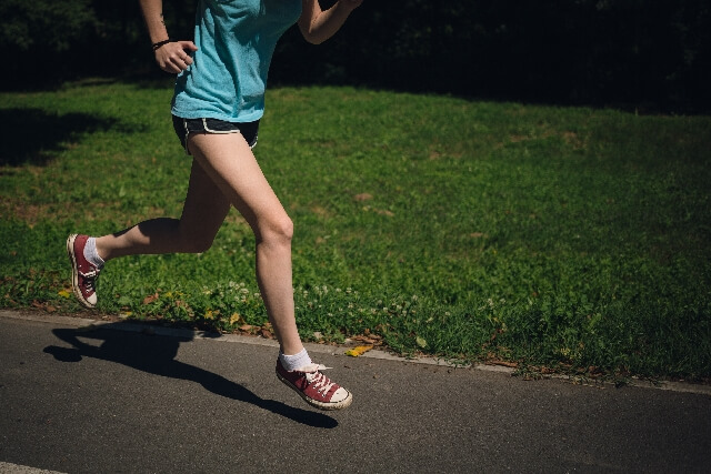 股関節のストレッチをマラソンの前後にして怪我を防ぐ