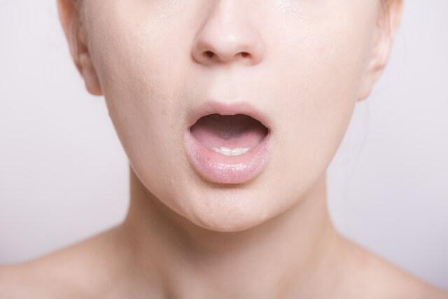 舌の口内炎の原因は?特徴や対処法について