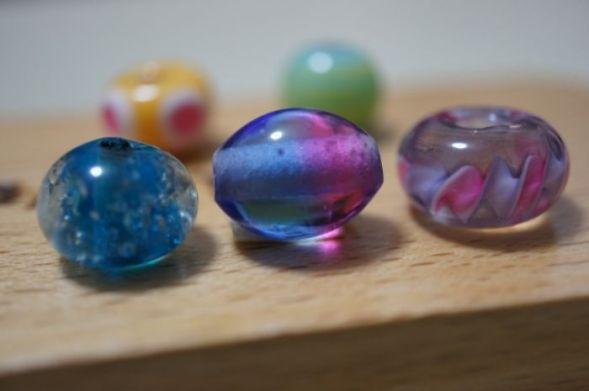ホタルガラスはトンボ玉の一種