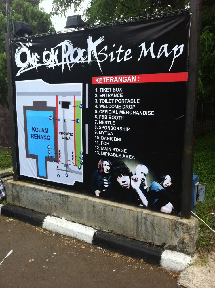 "LIVE REPORT: ONE OK ROCK ""Who are you?? Who are we??"" Tour Live in Jakarta (November 24, 2013) (1/6)"