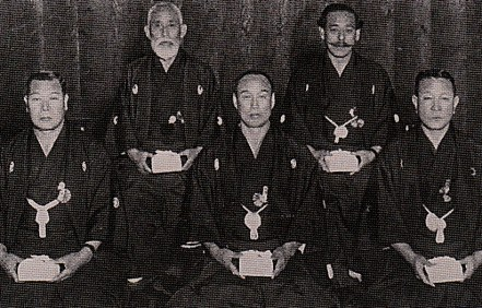 Shimatani Yasohachi (back left)