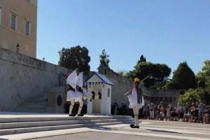 syntagma-guard-change