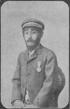 Kikugoro as Spencer balloon man sitting
