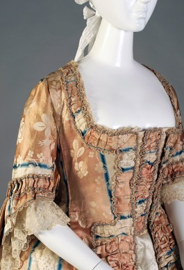 The curving neckline of this robe à la française is unusual.