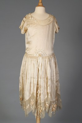Robe de style wedding dress, KSUM 1983.1.309.