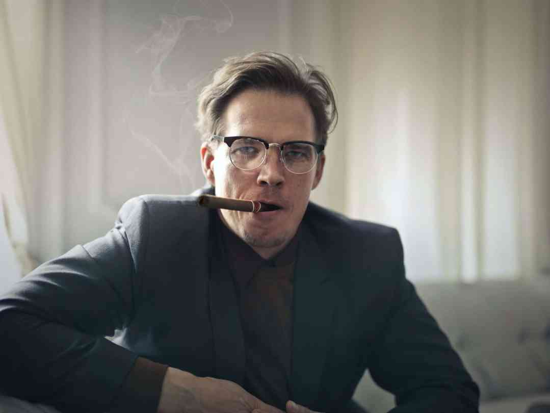 man trying to quit smoking