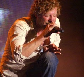 Dierks Bentley performing at Horseshoe Casino. Photo by Jessica Blankenship.