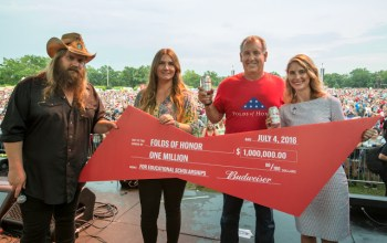 Chris Stapleton helps honor military families