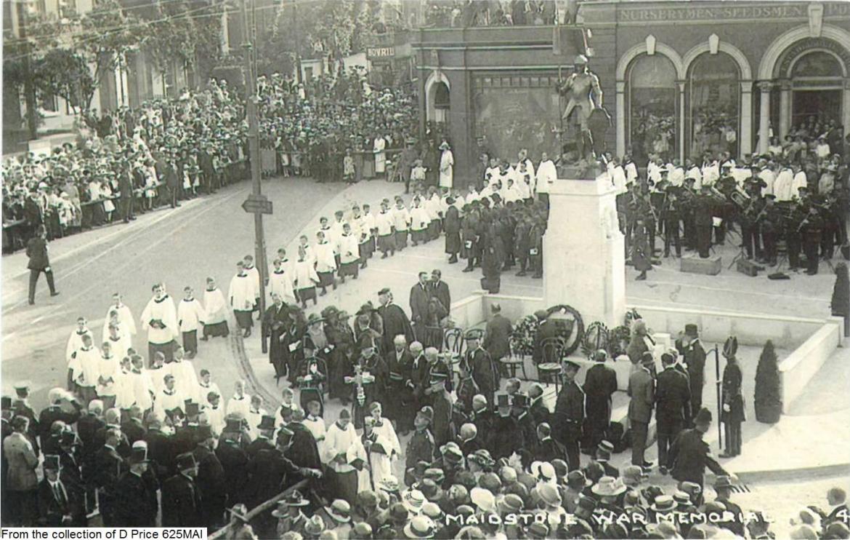625mai-maidstone-war-memorial-front