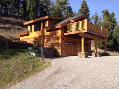 Montana custom log home guest house