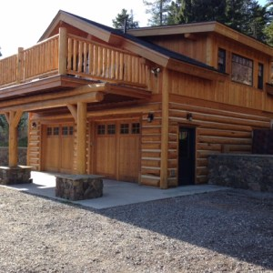Custom log Montana guest house