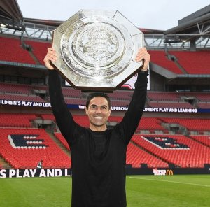 Arsenal Manager Mikel Arteta holding the community shield trophy after win against Liverpool
