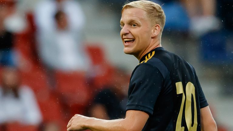 Donny Van de Beek undergoes medical ahead of his move to Manchester United
