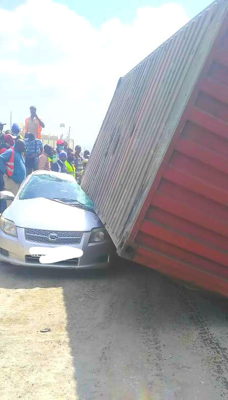 A man escapes death by a whisker in Changamwe after a loaded container fell on his car – This is a miracle (PHOTOs)