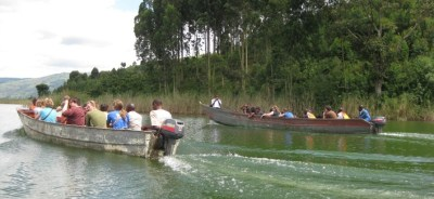 boat-ride-on-lake-bunyonyi