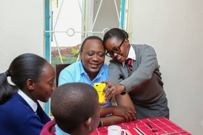 uhuru with students at state house