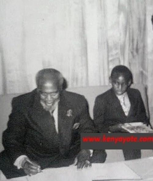 mzee kenyatta with son uhuru kenyatta3