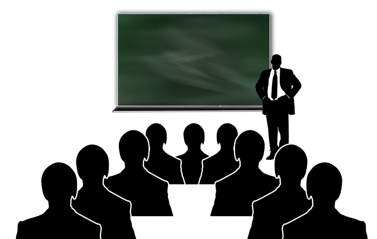 how to become a lecturer in Kenya and expected salary