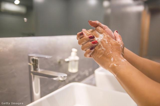 A kézmosásnak legalább 20 másodpercig kell tartania