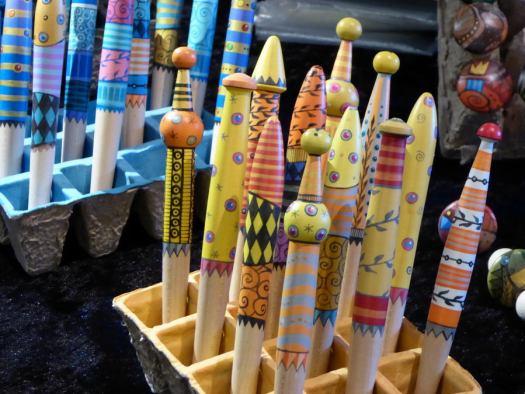 Eine bunte Vielfalt an Angeboten erwartet die Besucherinnen und Besucher des Kunsthandwerkermarktes Tausendschön am 24. und 25. Oktober 2020 im Domschatz Minden. Foto: DVM