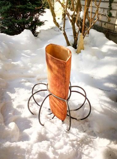 Keramická velká váza s kovovým podnožím