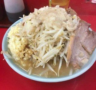 深夜の歌舞伎町でラーメン二郎、ぶた入りを食す。