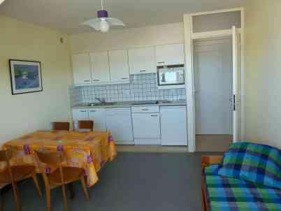 Appartement-4- Salon et cuisine - Plage de Kervel