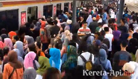 Jakarta Commuter Line in Rush Hour (KRL Jabodetabek)