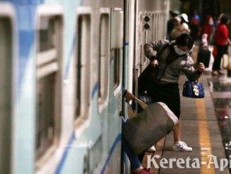 Empat rangkaian kereta tambahan bagi KAI Daerah Operasi 1 Jakarta - www.cnnindonesia.com