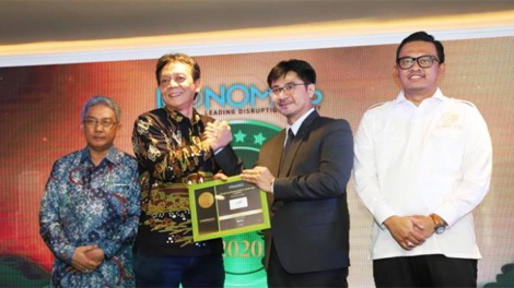 Penghargaan Gold Brand Equity Award in Transportation Services diberikan kepada Executive Vice President Corporate Secretary KAI, Agus Komarudin